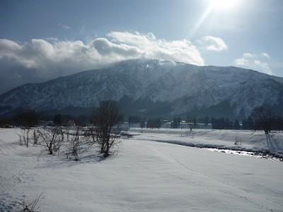 朝日輝く八海山